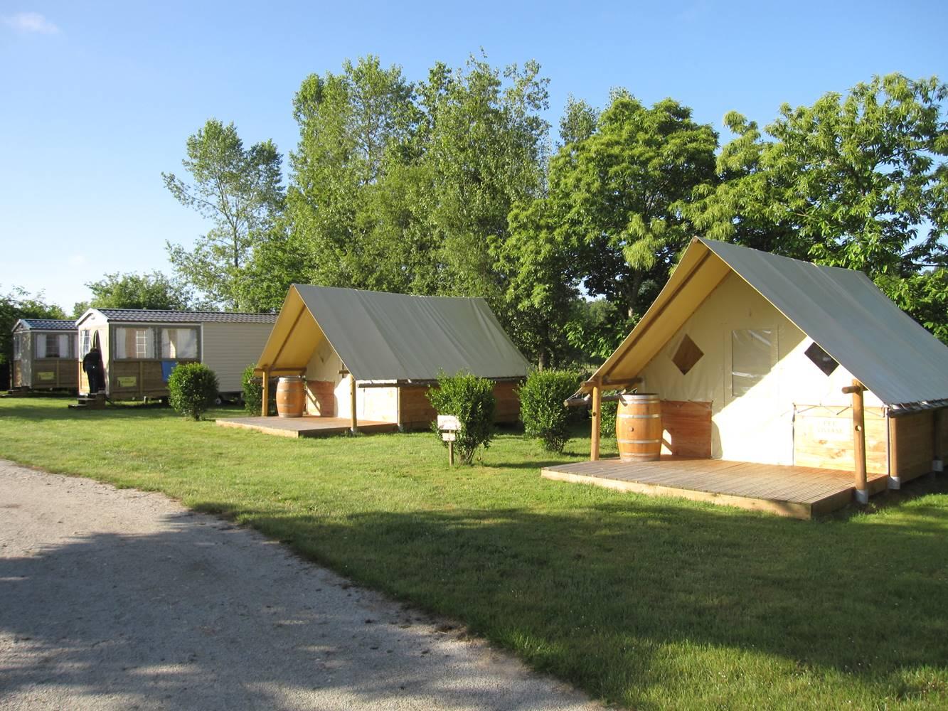Logements atypiques Camping La Vallée Du Ninian ©