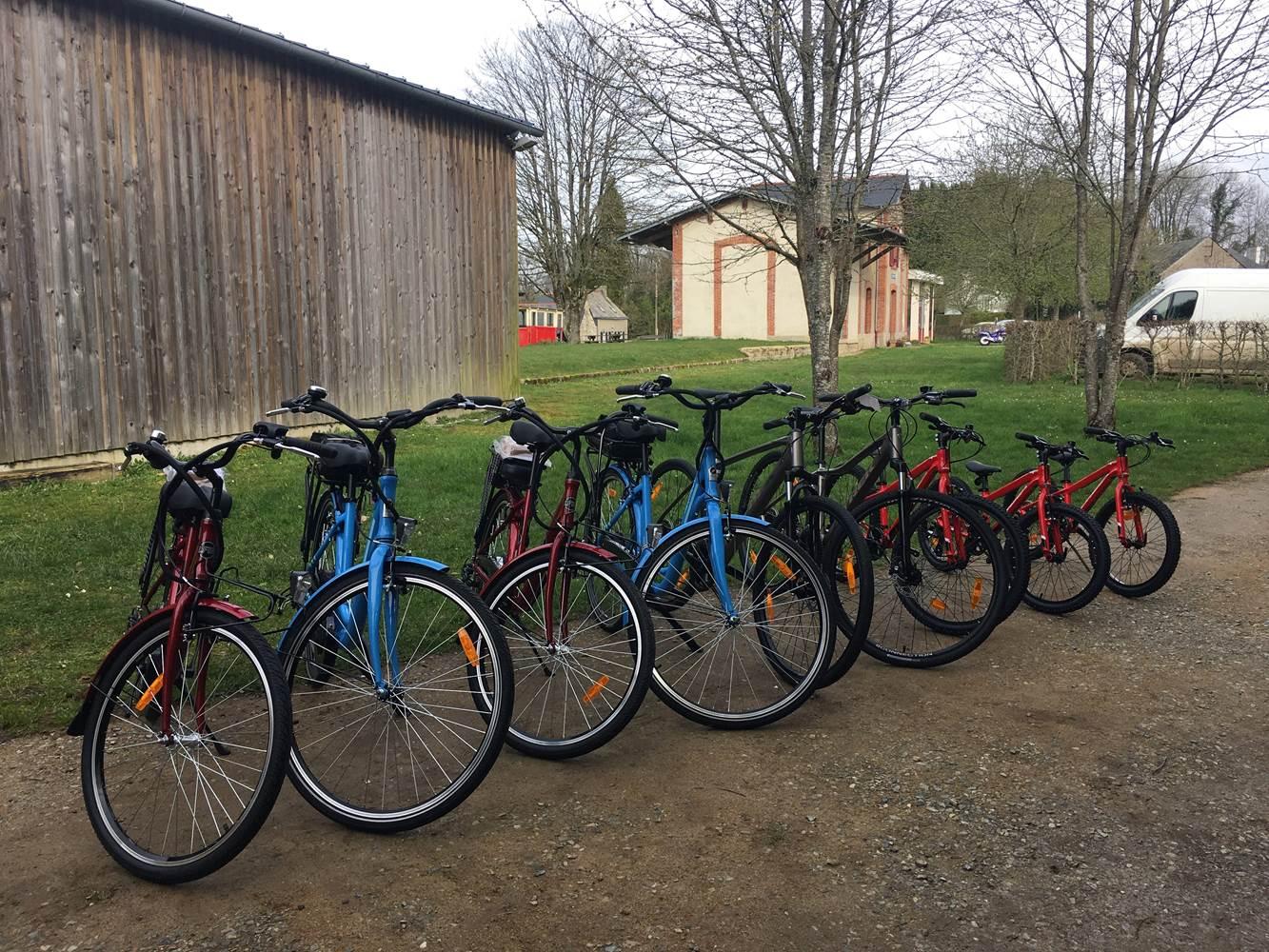 4 VAE, 2 VTC et 4 vélos enfants disponibles à la location ©