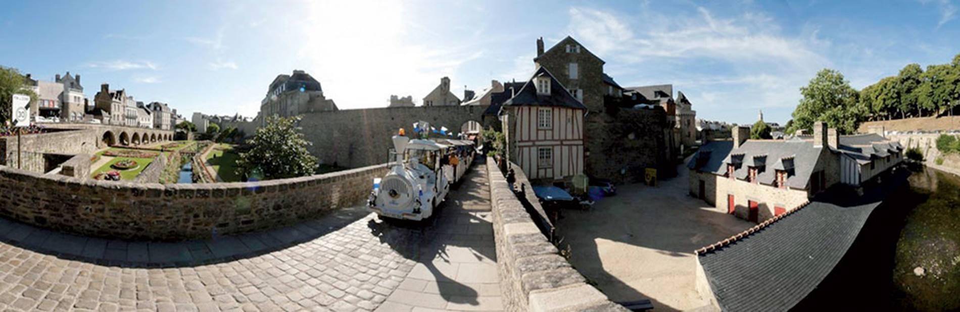 Petit-train-Touristique-Vannes-Golfe-du-Morbihan-Bretagne-Sud © Petit train de Vannes