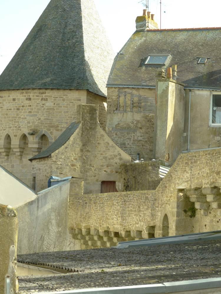 vue sur les remparts de la ville de Vannes depuis certaines chambres ©