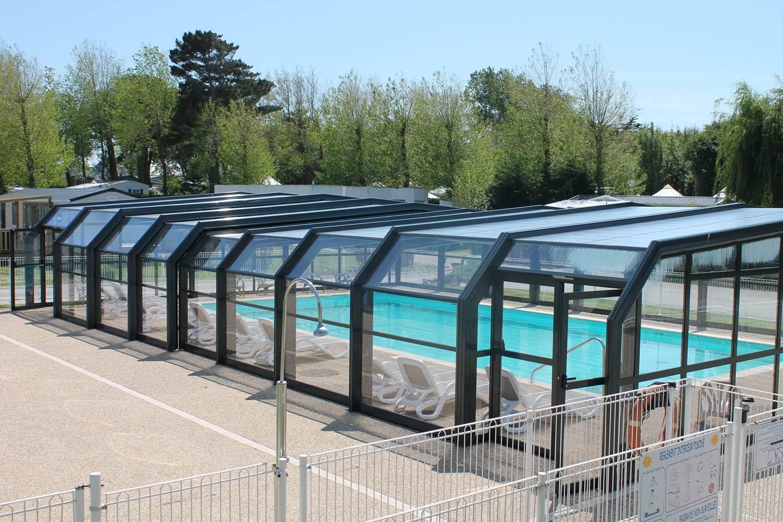 piscine couverte chauffée camping de locean ©