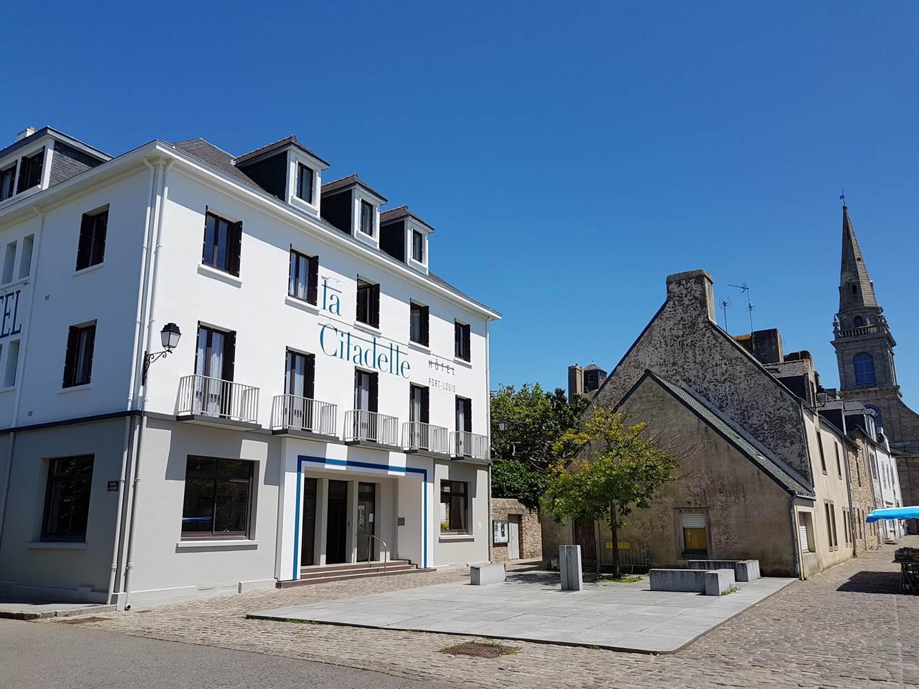 Hotel de la Citadelle - Bretagne sud - Lorient - Port Louis - Hotel vue de la place du marché ©