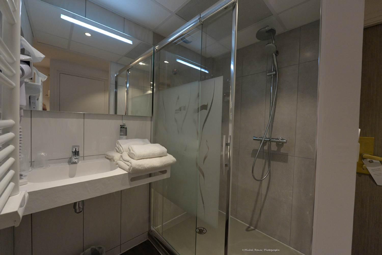 Salle de bain chambre supérieure ©
