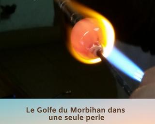 Démonstration filage de perles de verre dans la flamme ©