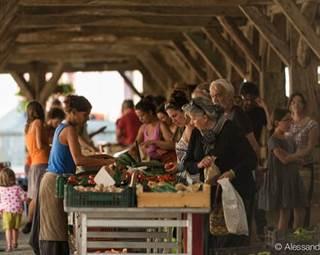 Visite guidée de Questembert - Le marché - Morbihan - Bretagne Sud © A.GUI