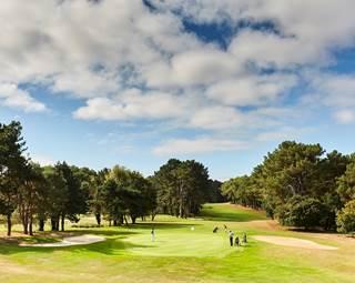 Initiations gratuites, osez le golf avec Le golf Blue Green Saint Laurent © Le golf Blue Green