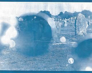 exposition les pierres en bleu - Carnac - Morbihan Bretagne Sud ©