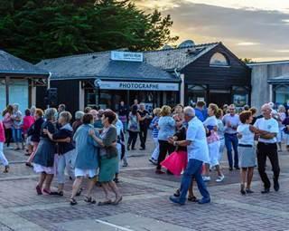 Initiation à la danse bretonne Erdeven © OT Erdeven