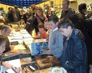 Salon du roman populaire-médiathèque municipale-Elven-Golfe-du-Morbihan-Bretagne-Sud ©