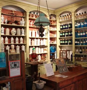 Apothicaire-Musée-des-Arts-Métiers-et-Commerces-Saint-Gildas-de-Rhuys-Presqu'île-de-Rhuys-Golfe-du-Morbihan-Bretagne sud