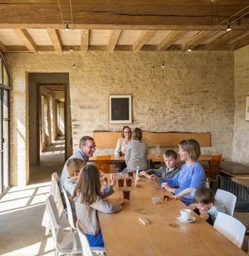 Café du Parc au Domaine de Kerguéhennec, Département du Morbihan © Emmanuel Berthier, 2019