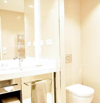 Salle de bains résidence miramar la cigale