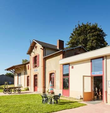 Musée/cafétéria de l'ancienne gare de Guiscriff - accueil location de vélos