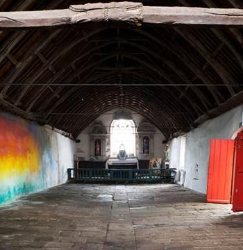 Flora Moscovici, La lumière vient du sol, chapelle de la Trinité, Bieuzy