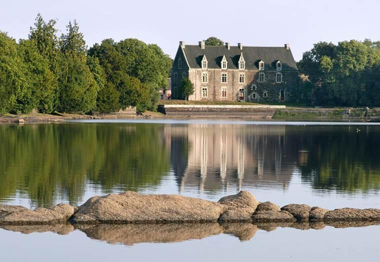 Chateau-de-Comper-Concoret-Morbihan-Bretagne-Sud © Glot-Centre-arthurien