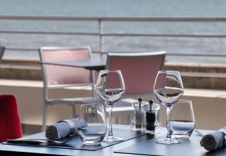 terrasse vue mer restaurant Latitude 47° Damgan - Bretagne Sud ©