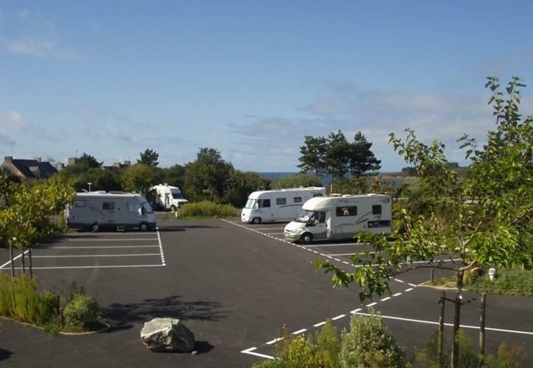 Aire-de-stationnement-Camping-cars-de-Kermor-Arzon-Golfe-du-Morbihan-Bretagne Sud © Mairie Arzon