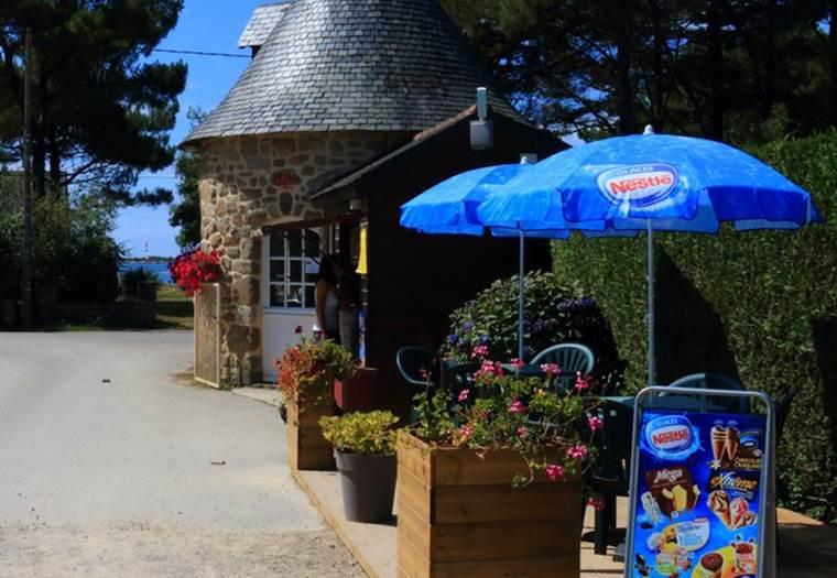 Le camping de la Tour à Locmariaquer (85 emplacements) est un camping familial ©