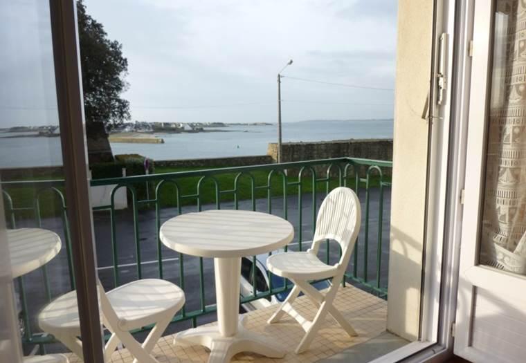 location vacances-Studio-Port-Louis-Groix-Lorient-Morbihan Bretagne Sud-2 personnes © clb