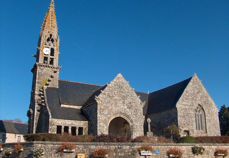 Langoelan-Eglise-paroissiale-Saint-Barnabe-pays-roi-Morvan-Morbihan-Bretagne-Sud © OTPRM