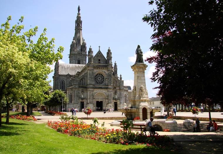 Ste-Anne d'Auray-Morbihan-Bretagne-Sud © sanctuaire de Ste Anne d'Auray