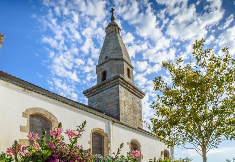 Eglisestpierrestpaul-ERDEVEN-MorbihanBretagneSud © OT Erdeven